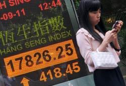 Một bảng hiển thị chỉ số chứng khoán Hang Seng, Hồng Kông vào ngày 27 Tháng Chín, 2011. AFP photo