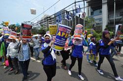 Những người biểu tình chống lại hội nghị thượng đỉnh APEC tại Jakarta vào ngày 08 tháng 10 năm 2013. AFP photo