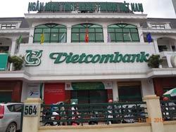 Chi nhánh ngân hàng Vietcombank Hà Nội hôm 11/6/2012.