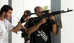 Các phiến quân Libya tìm kiếm Saadi Kadhafi, con trai của nhà lãnh đạo Moamer Kadhaf, trong một khách sạn sang trọng ở Tripoli hôm 24 tháng 8 năm 2011. AFP