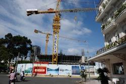 Một công trình xây dựng tại trung tâm TPHCM hôm 10/8/2011. AFP photo