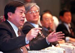 Giám đốc điều hành của Anshan Iron and Steel Group Liu Jie, một trong những tập đoàn thép lớn của Trung Quốc, trong một cuộc họp báo về sở hữu nhà nước - cải cách doanh nghiệp. Ảnh minh họa. AFP