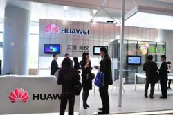 Gian hàng của doanh nghiệp tư nhân Huawei Technologies trong Hội nghị Internet toàn cầu tại Bắc Kinh, Trung Quốc hôm 27 tháng 4, 2011. AFP photo
