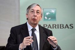 Giám đốc điều hành BNP Paribas, Georges Chodron de Courcel, tại một cuộc họp báo để trình bày kết quả năm 2012 tại Paris hôm 14/2/2013. AFP photo.