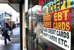 Một cửa hàng thực phẩm tại New York chấp nhận Food Stamp. AFP photo