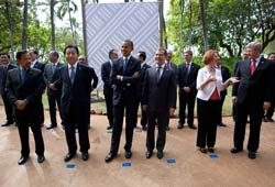 Lãnh đạo các nước đến Honolulu dự Thượng đỉnh của Diễn đàn Hợp tác Kinh tế Á châu Thái bình dương APEC năm 2011. Photo courtesy of whithouse