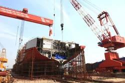 Một con tàu của Tập đoàn Vinashin đang được sửa chữa, ảnh minh họa. AFP photo