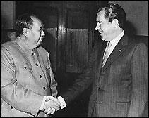 Tổng thống Hoa Kỳ Richard Nixon và Chủ tịch Trung Quốc Mao Trạch Đông gặp gỡ tại Bắc Kinh vào năm 1972.