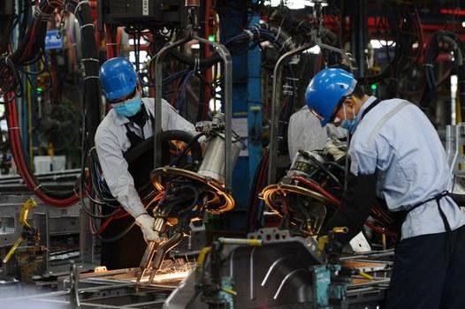 Chính sách công nghiệp hóa của Việt Nam phải tận dụng trí tuệ và năng suất hơn nhân công rẻ.