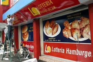 Một tiệm bán thức ăn nhanh ở TPHCM, ảnh chụp trước đây.