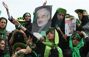"""màu xanh lá cây, màu """"hy vọng"""" được ứng viên Mousavi sử dụng trong chiến dịch vận động tranh cử."""