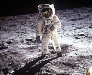 Đã 40 năm trôi qua, những dấu chân nhỏ bé của con người để lại trên mặt trăng vẫn còn