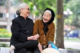 Các cụ bà với mái tóc bạc. phunu.com