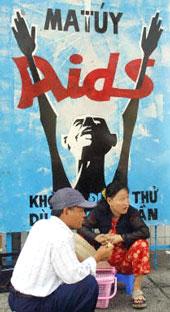Bích chương phòng chống bệnh AIDS được phổ biến nhiều nơi trên đường phố. AFP