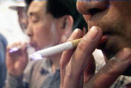 Nguồn của benzopyrene cũng đến từ thuốc lá. AFP
