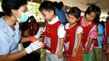 Các trường bên Thái Lan tổ chức kiểm tra phát hiện trẻ em mắc bệnh chân tay miệng (ảnh minh hoạ)