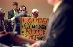 Những nạn nhân nhiễm viêm gan C qua truyền máu tập họp tại Washington DC hôm 24/2/2011. AFP