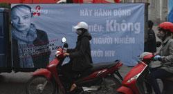 Chiến dịch tuyên truyền phòng chống lan truyền HIV tổ chức tại Hà Nội hôm 01/12/2012. AFP photo