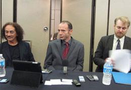 Timothy Ray Brown (giữa) cùng những người bạn tới Hội nghị quốc tế về HIV/AIDS để kêu gọi sự giúp đỡ cho những người mắc bệnh.