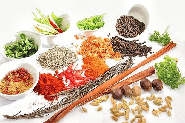 Gia vị, thảo dược được sử dụng phổ biến trong thức ăn.