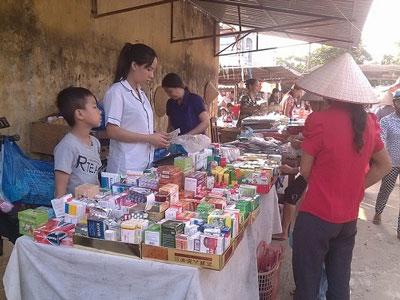 Tình trạng buôn bán và sử dụng các loại thuốc kháng sinh bừa bãi rất đáng báo động, nhất là vùng nông thôn. (Kenhphunu.com)