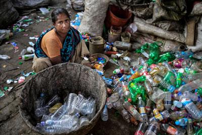 Một phụ nữ trong cảnh cơ cực ở Bangladesh hôm 22/11/2015.