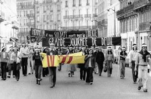 Hình ảnh khó quên của ngày 30 tháng 4 năm 1975: Tấm hình lịch sử ngày 27-4-1975 ở Paris: tuổi trẻ bịt khăn tang biểu tình.