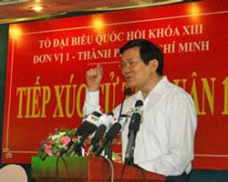 Chủ tịch nước Trương Tấn Sang tiếp xúc cử tri quận 1, Tp. HCM trước kỳ họp Quốc hội hôm 18/10/2012. Courtesy chinhphu.vn
