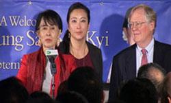 Bà Aung San Suu Kyi nói chuyện với nhân viên RFA tại Washington DC hôm 18.09.2012. RFA PHOTO.
