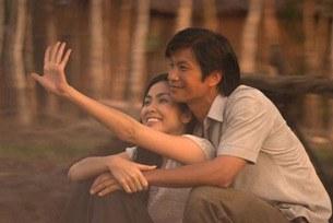 """Diễn viên Dustin Nguyễn và Diễn viên Tăng Thanh Hà trong  phim """"Cánh Đồng Bất Tận""""."""