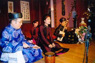 Gia đình nghệ nhân ca trù Nguyễn Văn Mùi, 27 Thuỵ Khuê, HN - Ảnh: TS Nguyễn Xuân Diện