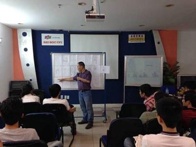 Hoạ sĩ thiết kế Nguyễn Tri Phương Đông giảng dạy tại Khoa Mỹ thuật đa phương tiện Đại học FPT ARENA. Courtesy photo.