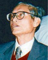 Nhà văn Doãn Quốc Sỹ viết hơn 25 tác phẩm song song với sự nghiệp giáo từ thập niên 1940.photo courtesy of vietnamlit.org