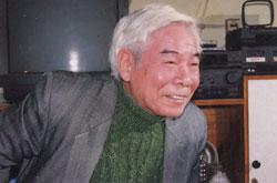 Nhà văn nhà báo Trần Đĩnh, ảnh chụp năm 1998. Hình do ông cung cấp.