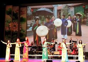 Đêm chính ở nhà hát Châtelet của Paris trình diễn trong ngày hội văn hóa kỷ niệm 40 năm ngày văn hóa Việt Nam và Pháp