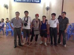 Những người biểu tình bị bắt bên trong Trại Phục hồi nhân phẩm Lộc Hà, ảnh chụp hôm 02/06/2013. Courtesy LeHienDucBlog.