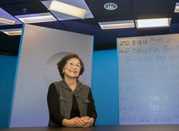 Nghệ sĩ Kim Chi trong studio của RFA