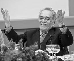 Nhà văn Colombia Gabriel Garcia Marquez trong một buổi lễ sinh nhật lần thứ 80 của nhà văn Mexico Carlos Fuentes 'ở Mexico City, ngày 17 tháng mười năm 2008.