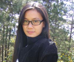 Nhà thơ Chiêu Anh Nguyễn, ảnh chụp tại Đà Lạt. Photo courtesy of PhốVănBlog.