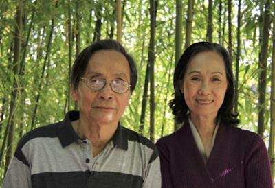 Nhà văn Nguyễn Đình Toàn và bà Tú Xương Thu Hồng. Huntington Beach Library 2014. Photo by Đặng Tam Phong