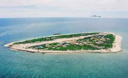 Đảo Trường Sa nhìn từ trên cao. Photo courtesy of hoangsa.org.