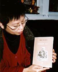 """Nhà văn Phạm Thị Hoài và tác phẩm đầu tay """"Thiên Sứ"""". Photo: blogbuivanphu"""