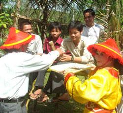 Hội đánh bài chòi trong lễ hội đền Lương Văn Chánh - Ảnh: KIM SA/Báo Phú Yên điện tử.