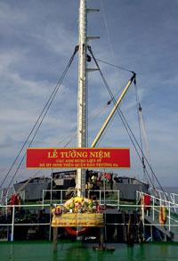 Lễ tưởng niệm các chiến sĩ hải quân đã hy sinh trên đảo Cô Lin. RFA files