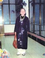 http://www.rfa.org/vietnamese/programs/MusicForWeekend/AnecdoteOverPoetHuuLoanP2_TNga-20060820.html/HuuLoanPhuNhan150.jpg