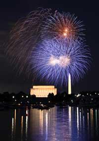 Pháo hoa mừng Ngày Độc Lập Hoa Kỳ ở Washington DC hôm 04/07/2010. RFA PHOTO.