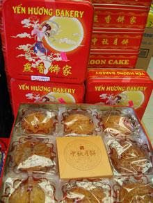 Bánh Trung Thu bày bán tại Mỹ  (Photo by Thy Nga/RFA).