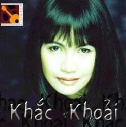 Nhạc sĩ Diệu Hương và CD khắc khoải của Chị. Photo courtesy of Diệu Hương.