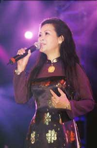 Nữ ca sĩ Khánh Ly. Photo courtesy of khanhly.com