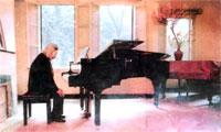http://www.rfa.org/vietnamese/programs/MusicForWeekend/MusicianVanCaoWorkAndLife_TNga-20061008.html/VanCao200.jpg